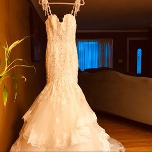 Beautiful Wedding Dress (NEW)